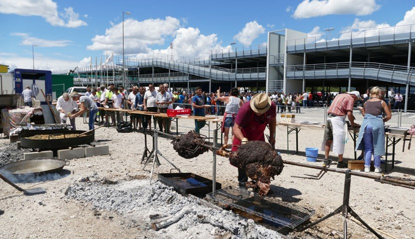 Fully three million work hours have been executed in the scope of the EUR 300 million TB03 contract, a milestone that called for a celebration in the form of a gargantuan barbecue. (Click to view larger version...)