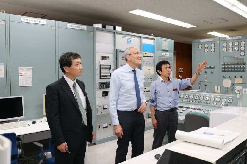 ITER Director-General Bernard Bigot was at the Institute of Advanced Energy (Kyoto University) in September. Here, he is pictured in the Heliotron J control room alongside Professors Nagasaki and Konishi. (Click to view larger version...)