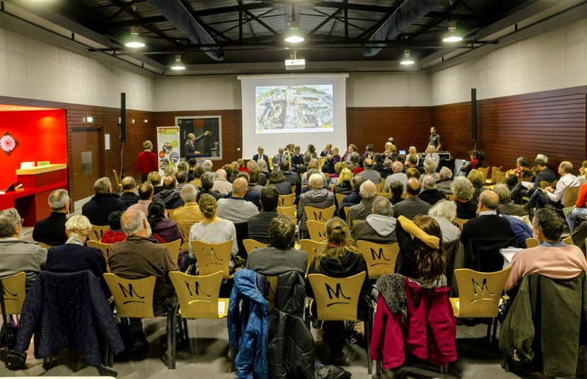 The annual public meeting organized by the CLI in the neighbouring town of Manosque drew an audience of approximately 80. (Click to view larger version...)