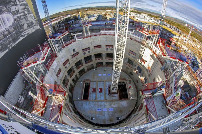It took three hours for the eight hydraulic jacks, positioned on platforms anchored to the bioshield wall, to pull the 140-tonne ''lid'' to the top of the massive concrete structure. (Click to view larger version...)