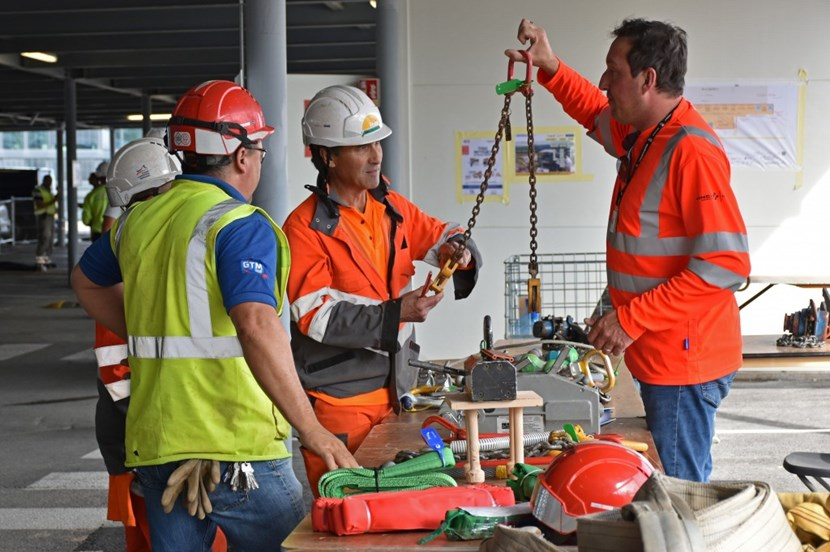 How do you test the equipment for heavy load lifting? Workers refresh their knowledge about different types of ropes, shackles and hooks. (Click to view larger version...)