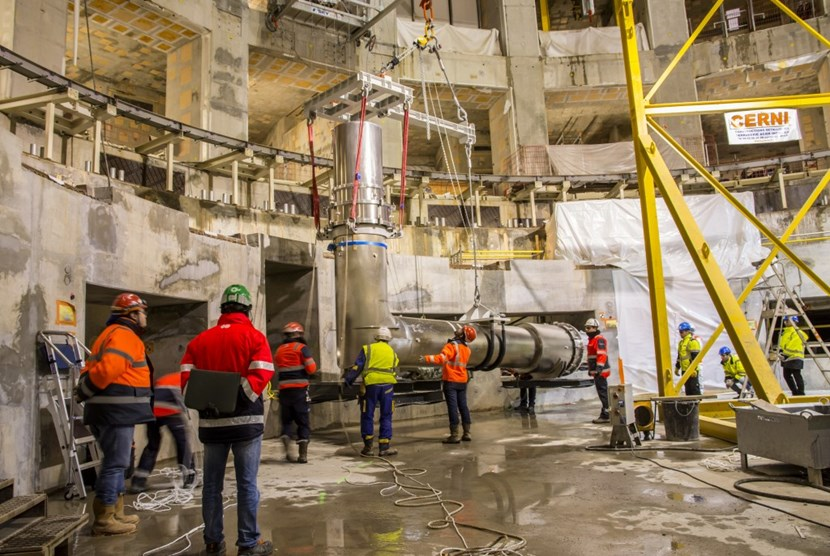A highly symbolic moment inside the Tokamak Pit on the night of 26 November, as the first machine component was delicately lowered 30 metres down onto the floor, marking the beginning of five years of intense assembly activities. (Click to view larger version...)