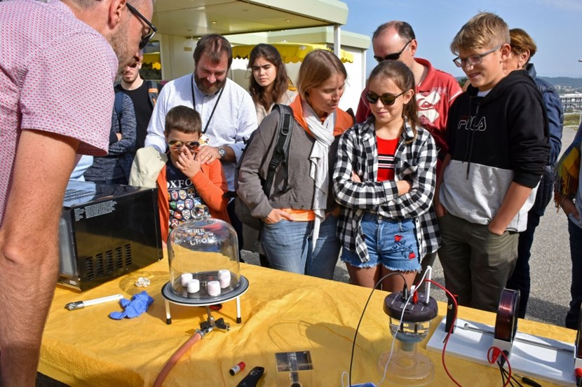 The magic of visiting ITER. Physicist Greg De Temmerman runs a mini ITER laboratory during Open Doors day in October 2018, using marshmallows to explain the phenomenon of vacuum. (Click to view larger version...)