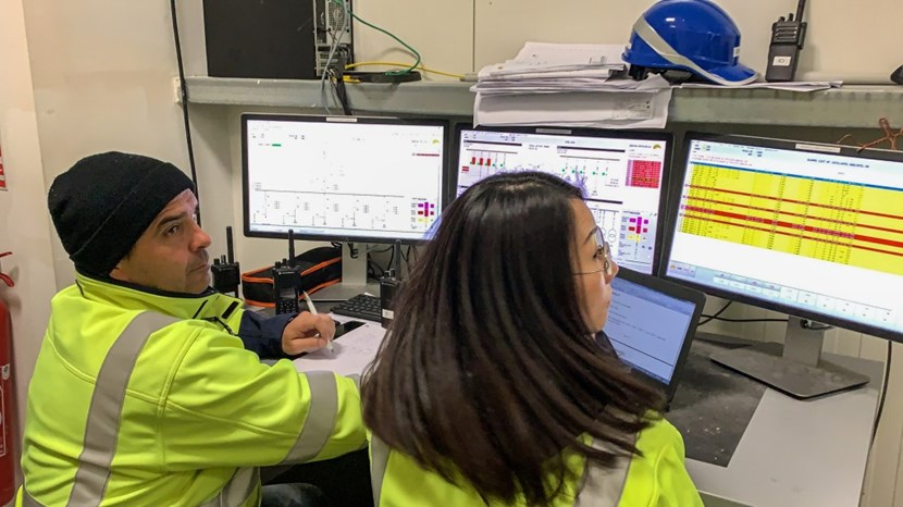 In a temporary control room on the platform, engineers worked during Saturday's shutdown to reconfigure the high voltage connections. Outside, the worksite was exceptionnally quiet ... (Click to view larger version...)