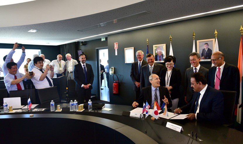 Heads of Delegation from each ITER Member congratulate Director-General Bigot on the signature his contract. (Click to view larger version...)