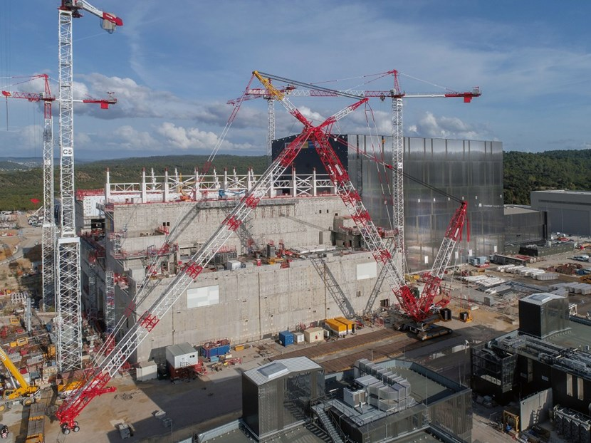 A huge crawler crane, with a boom reaching more than a hundred metres in height, is tasked with installing the elements of the steel structure that will form the crane hall. (Photo ITER Organization, EJF Riche) (Click to view larger version...)