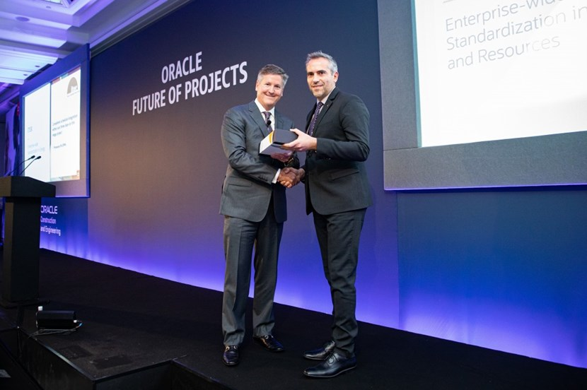 Senior vice president and general manager of Oracle Construction and Engineering, Mark Webster, presents ITER Scheduling Responsible Officer Sebastien König with the award. (Click to view larger version...)
