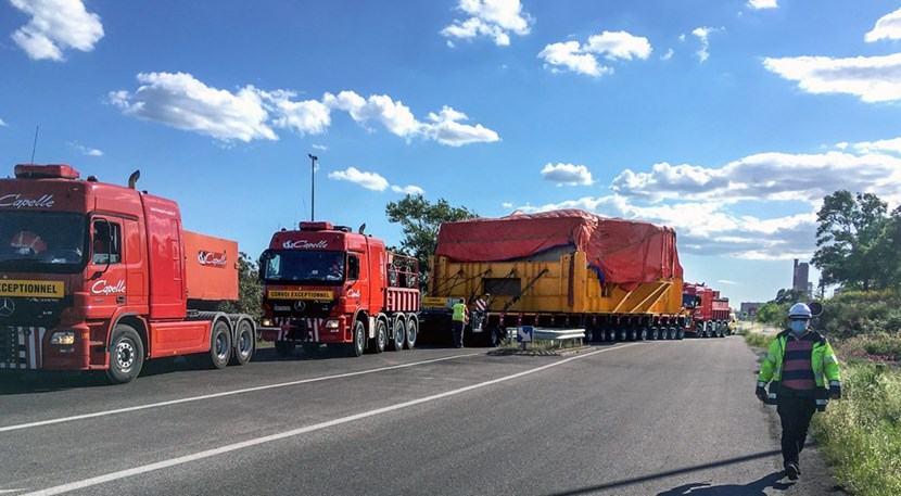 Adding to the weight of the coil proper (400 tonnes), the transport frame and trailer bring the total load close to 800 tonnes. (Photo: DAHER) (Click to view larger version...)