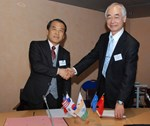 ITER Director-General Osamu Motojima (right) and the Director-General of  the National Institute for Fusion Science, Akio Komori, signed a Memorandum of Understanding that creates the framework for reinforced technical cooperation between the two institutions.