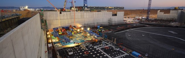 As the sun comes up over the ITER site on 11 December, the first pouring operations are already underway. Twelve hours were necessary to fill the 550 m² segment, the first of 15 segments that will make up the Tokamak Complex basemat.